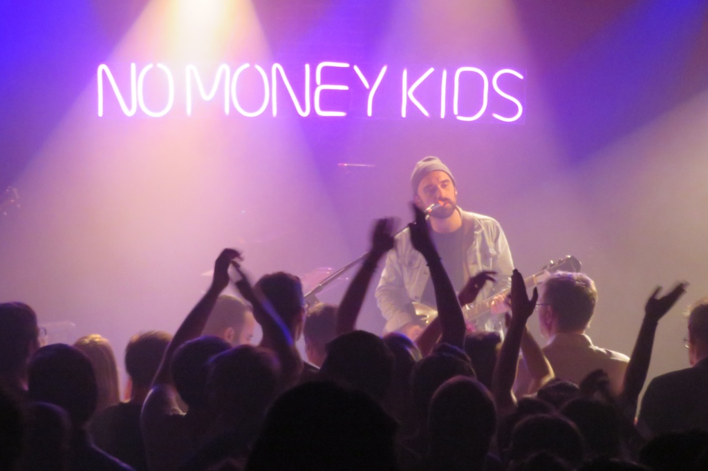 No Money Kids sur la scène de La Maroquinerie à Paris. ©️: phenixwebzine