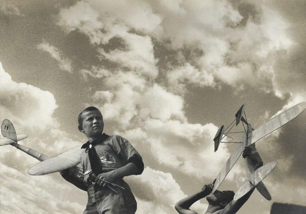 Rodtchenko, jeunes planeristes. © Adagp, Paris, 2019 / photo A. Rodtchenko - V. Stepanova Archive / Multimeda Art Museum, Moscou