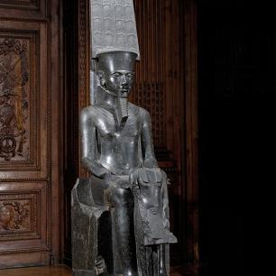 le dieu Amon protégeant Toutânkhamon