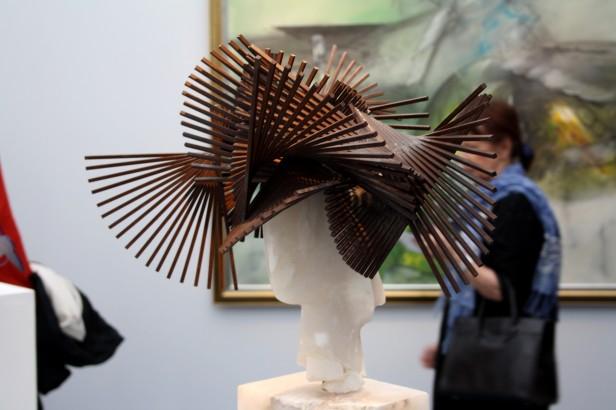Sculpture et chapeau Art Paris Art Fair 2019