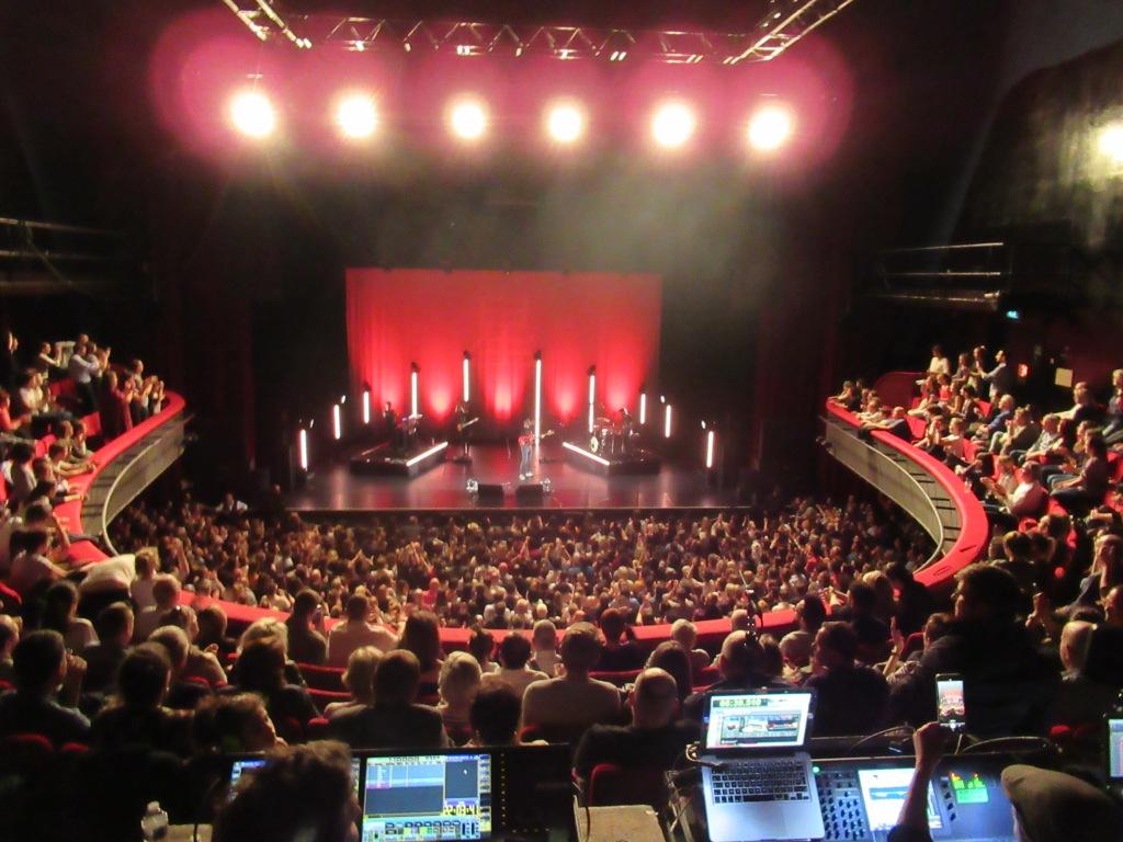 Le public venu nombreux applaudir Hoshi à l'Olympia ce 14 mai 2019.