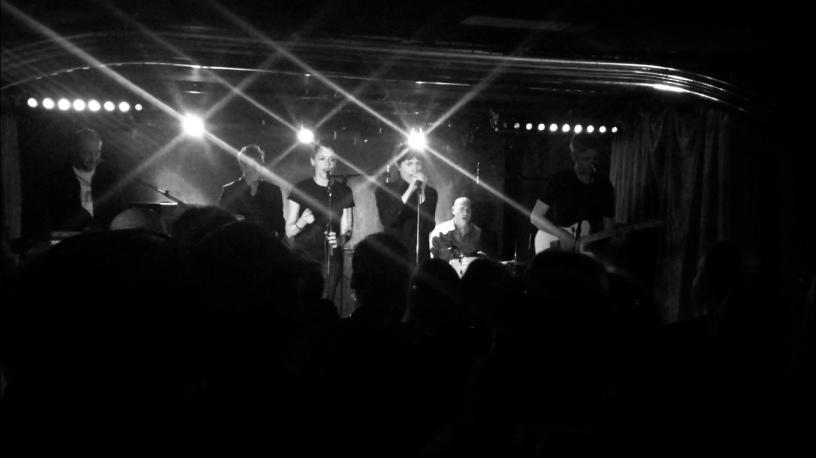 """Le duo Hum Hum présentait son premier EP """"Blueberries"""", le 1er mai dernier, sur la scène du Silencio à Paris."""