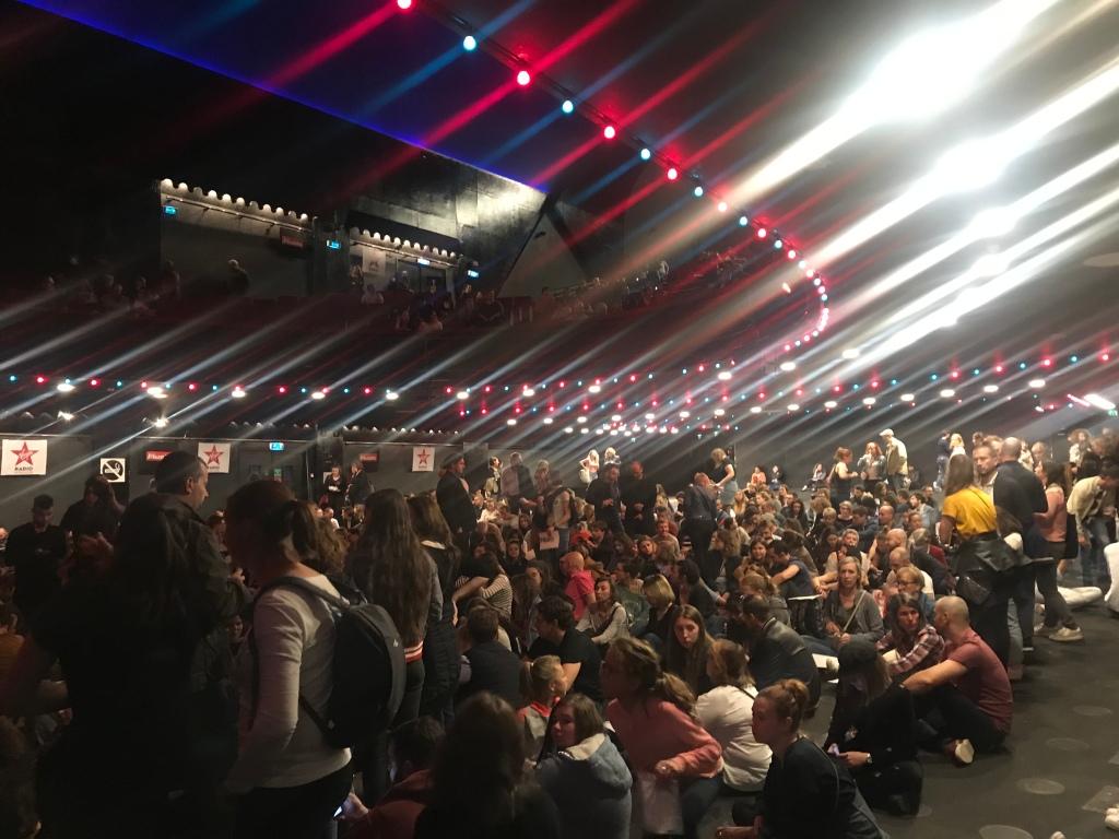 Le public venu en masse acclamer Hoshi pour son premier Olympia complet.
