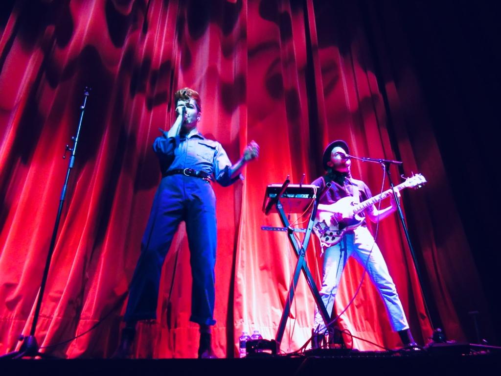 Izae et Emmanuel Delpix, en première partie de Hoshi à l'Olympia le 14 mai 2019.