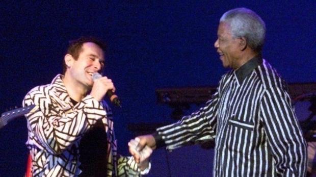 Johnny Clegg et Nelson Mandela, lors d'un de ses concerts à Francfort en 1997.