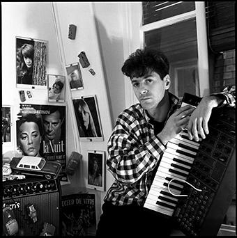 Etienne Daho chez lui, commande de Rock'n Folk pour la sortie de l'album Mythomane, Novembre 1981