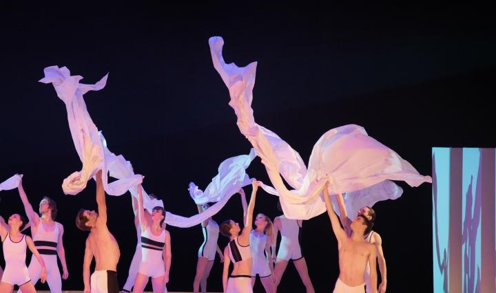 """Le célèbre ballet Béjart à paris avec son """"Presbytère"""". (c): Claviefrance"""