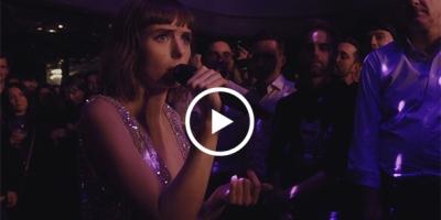 """Capture d'écran de """"C'est si Bon"""", la nouvelle vidéo live de Marie-Flore."""