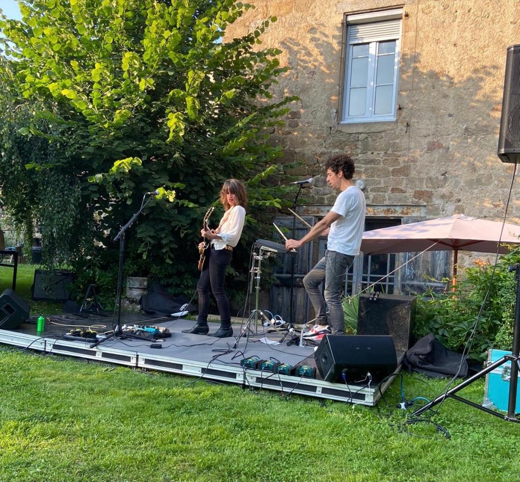 Emilie Marsh en concert à Langogne le 22 juillet dernier. (c): Sista Red